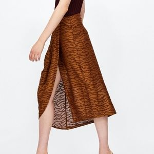 Zara Pleated jacquard skirt Small